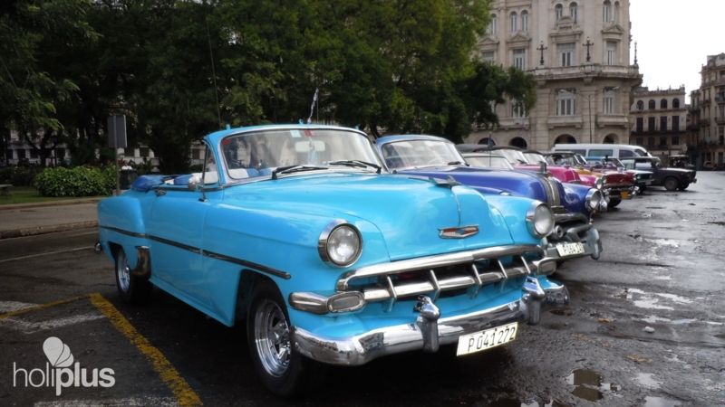 Book old havana private tour in american convertible for Old classic american cars
