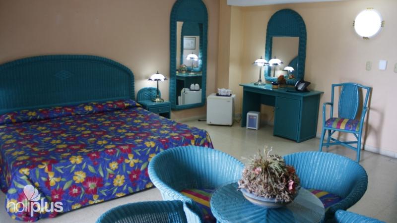 Reserva online el hotel islazul los delfines varadero for Sala junior islazul