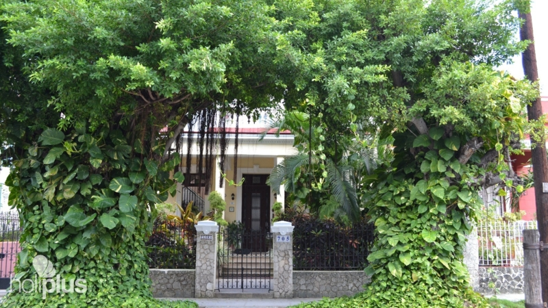 Book online casa de la dra flora roca calle b no 705 for Casa mansion los jardines havana